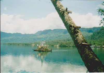 Indonesia Lake Menijau majatalon ranta by Vaula Norrena 1992